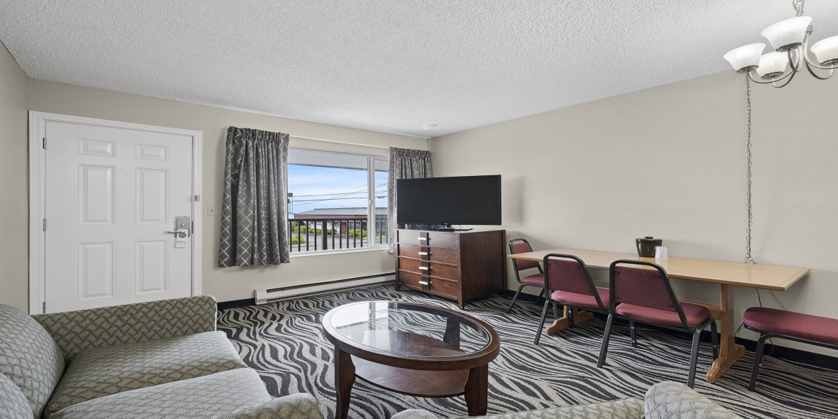 Queen Suite offering stunning views of the Columbia River